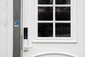 Smart lås till ytterdörren | Säkra Larm